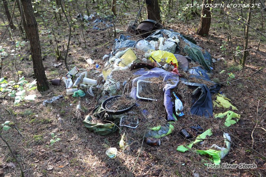Illegaler Müll im Naturschutzgebiet Diergartscher See